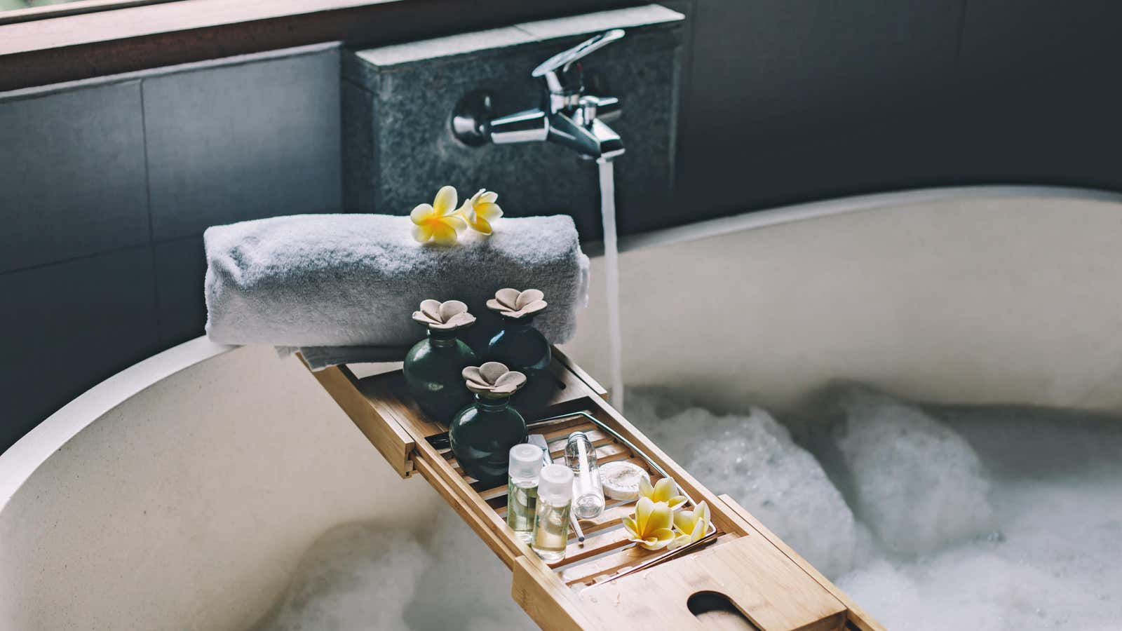 How to Make the Perfect Spa-Like Bath at Home, Because You Deserve It